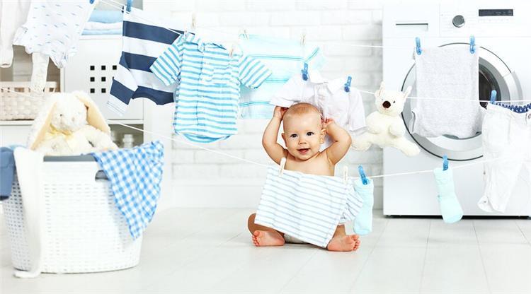 5 نصائح لتنظيف ملابس الرضع من البقع بسهولة