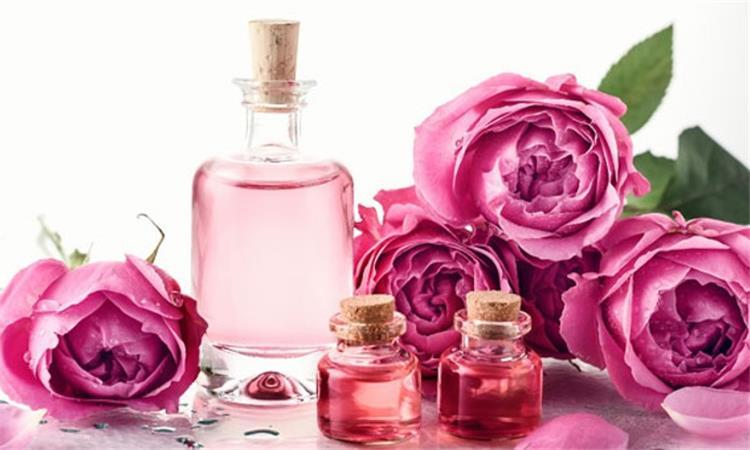 10 فوائد مذهلة لماء الورد تجعلك لا تستغنين عنه