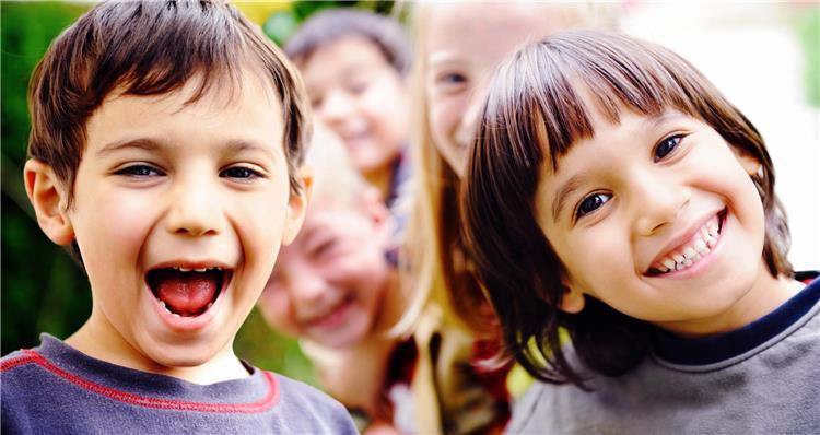 4 مخاطر لجلوس الأطفال على شكل حرف w إحذريها