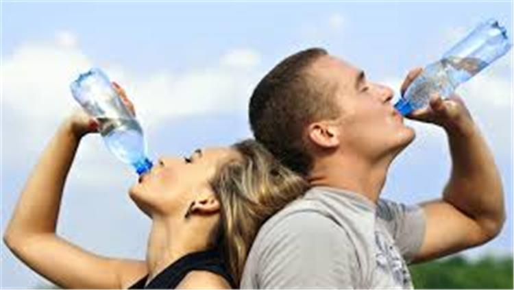 4 أسرار عن المياه المعدنية حقيقة مصدرها ومخاطر اعادة استخدام زجاجاتها