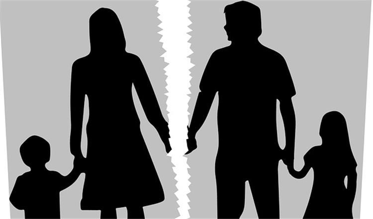 كيف تشرحين لأطفالك قرار انفصالك عن أبيهم