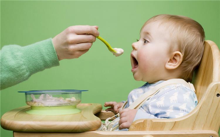 أكلات سهلة وسريعة للسنة الأولى من عمر الطفل