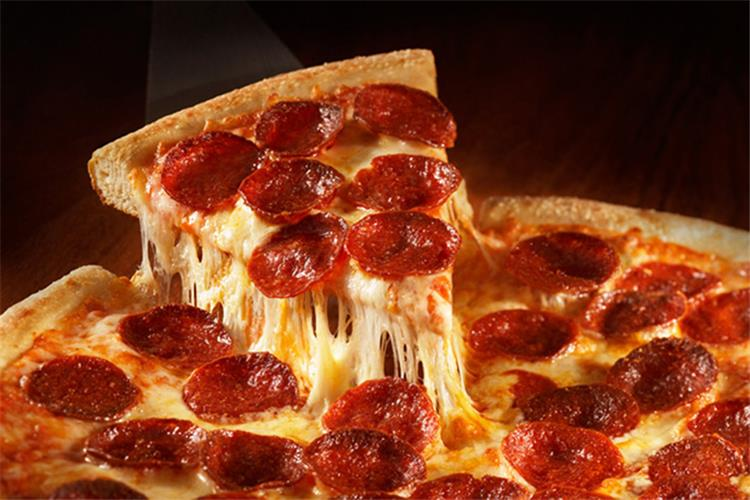 طريقة عمل بيتزا الببرونى في البيت