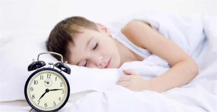 5 نصائح تساعد طفلك على النوم بمفرده