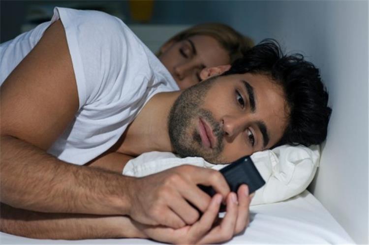 8 علامات تكشف لك خيانة شريك حياتك