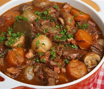 طريقة عمل طاجن اللحم بالبصل لوجبة شهية في رمضان