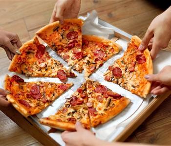 طريقة عمل عجينة البيتزا للشيف يسري بدون بيض