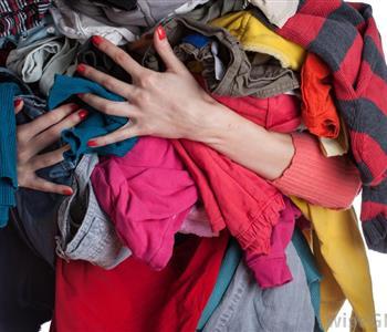 افكار بسيطة لتحويل ملابسك القديمة إلى قطع جديدة