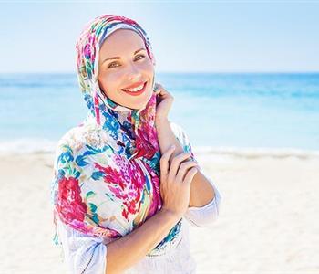 للمحجبات.. نصائح للتمتع بإطلالة جذابة على الشاطئ