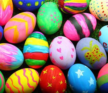 طرق تلوين البيض بألوان الطعام السائلة في شم النسيم 
