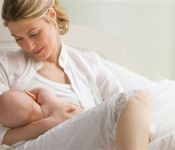 خرافات بتصدقها الأمهات اثناء الرضاعة الطبيعية لازم تنتبهي لها