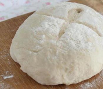 طريقة عمل عجينة البيتزا والكرواسون للشيف سالي فؤاد