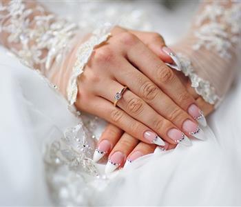 أشكال وألوان المانيكير للعروس الجريئة في حفل الزفاف