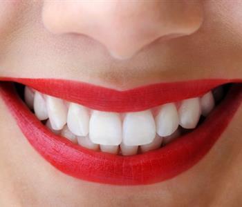 5 بدائل طبيعية لمعجون الأسنان