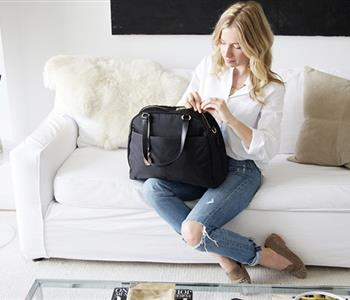 8 أشياء أساسية يجب توافرها في حقيبة يدك