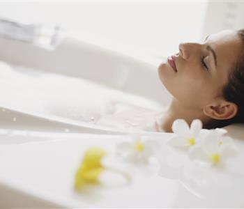 حمام الميرمية.. للاسترخاء وشد ترهلات الجسم