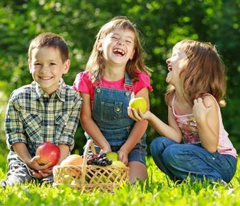 اطعمة يحتاجها طفلك لرفع مستوى ذكائه