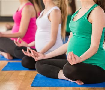 فوايد اليوجا في فترة الحمل وخطوات بسيطة لممارستها في البيت