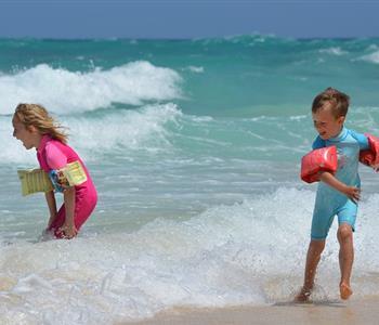 احذري من تأثير عوامات البحر على الأطفال