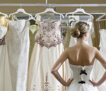نصائح يجب مراعتها عند شراء فستان زفاف مثالي