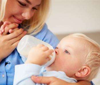 فطام الطفل من الرضاعة الطبيعية بعد السنتين