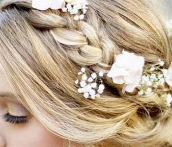 بالصور..الضفيرة المناسبة للعروس في حفل الزفاف الشتوي