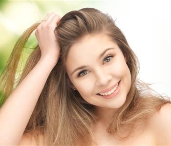 3 وصفات طبيعية بالبيض لتنعيم الشعر ومنع تساقطه
