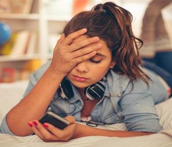 3 اخطار بتسببها مواقع التواصل الاجتماعي لاولادك.. اعرفيها