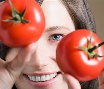 فوائد الطماطم لعلاج مشاكل البشرة والتخلص من حب الشباب