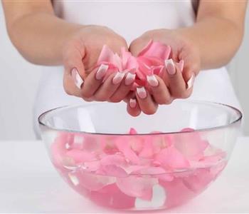 استخدامات ماء الورد المختلفة