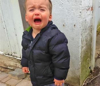 12 سبب مضحك ممكن يجعلوا طفلك يبكي