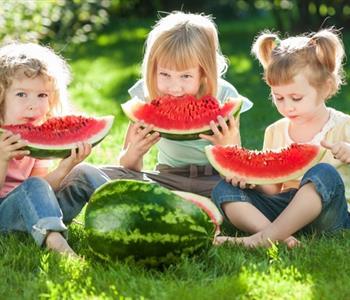 فوائد البطيخ المذهلة للأطفال